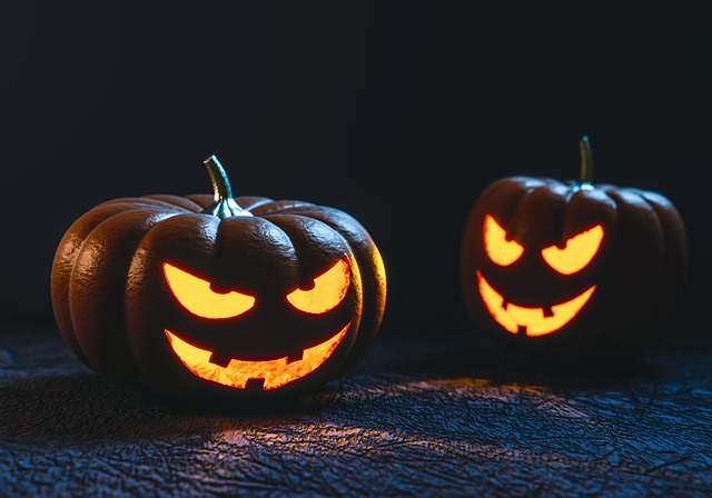 halloween-samhain-geschnitzte kürbisse